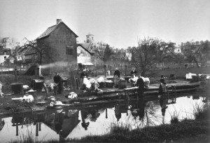 lavandière sur le canal d'IIle et Rance au début du 20éme siécle